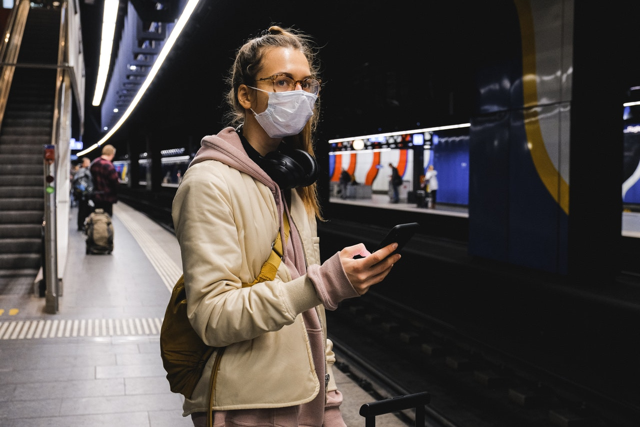 woman wearing a mask to avoid COVID-19 virus'